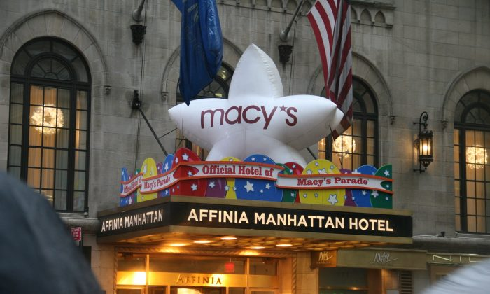 A Macy's balloon atop the Affinia Manhattan Hotel in Lower Manhattan, N.Y., on Nov. 26, 2014. (Shannon Liao/Epoch Times)