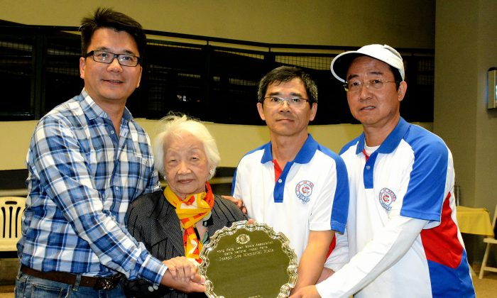 HONOUR ... Club de Recreio's duo of Pong Chi Shum (right) and Chow Kin Hoi received the inaugural Indoor Pairs trophy from Josephine Lee after defeating Neil Herrington and Derek Wyllie from the Hong Kong Football Club in the final held at Club de Recreio on Saturday Nov. 22, 2014. (Stephanie Worth)