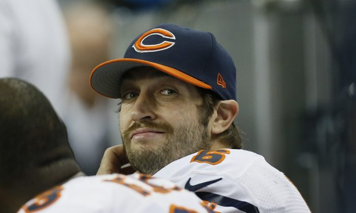 Chicago Bears quarterback Jay Cutler looks towards the scoreboard during the second half of an NFL football game against the Detroit Lions in Detroit, Thursday, Nov. 27, 2014. (AP Photo/Paul Sancya)