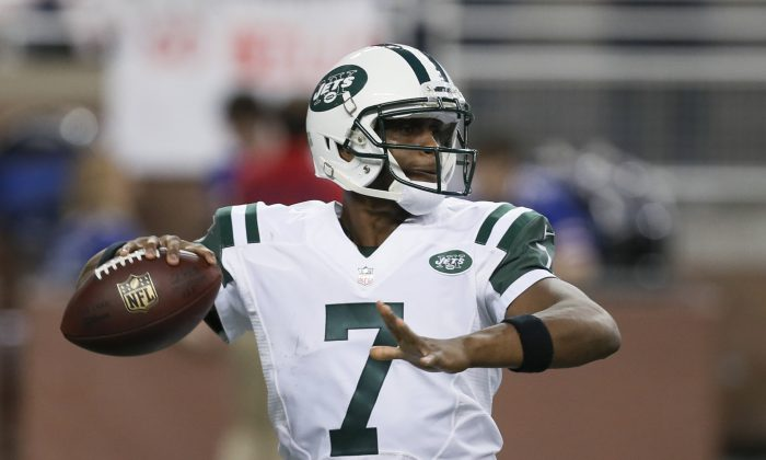 New York Jets quarterback Geno Smith (7) throws against the Buffalo Bills during the second half of an NFL football game in Detroit, Monday, Nov. 24, 2014. Smith is getting another shot as the New York Jets' starting quarterback. The team announced Wednesday, Nov. 26, 2014 that Smith, benched the last three games in favor of Michael Vick, will be under center against the Miami Dolphins on Monday night. (AP Photo/Paul Sancya)