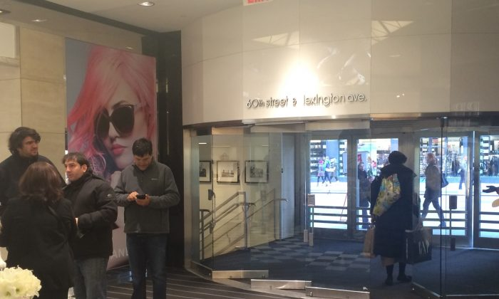 Shoppers at Bloomingdale's in New York on Black Friday, Nov. 28, 2014. (Jonathan Zhou/Epoch Times)