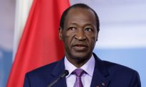 French Pres. Hollande Warns African Leaders Who Cling to Power