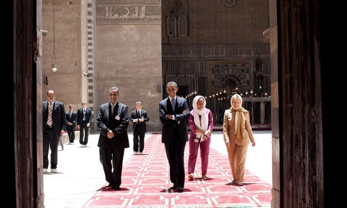 President Barack Obama (C) tours the Sultan Hassan Mosque with Dr. Zahi Hawass (5th R), Iman Abdel Fateh (2nd R), and Secretary of State Hillary Clinton (R),  in Cairo, Egypt, June 4, 2009. (Pete Souza/The White House)