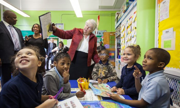 New York City Education Department Chancellor Carmen Fariña visits second grade social studies class at P.S. 15 Roberto Clemente Elementary School on the Lower East Side of Manhattan, N.Y., on Dec. 1, 2014. P.S. 15 is one of 300 city schools on the state list of struggling schools. (Petr Svab/Epoch Times)
