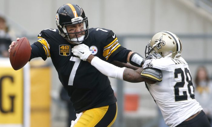 Pittsburgh Steelers quarterback Ben Roethlisberger (7) scrambles away from New Orleans Saints cornerback Keenan Lewis (28) in the first quarter of an NFL football game Sunday, Nov. 30, 2014, in Pittsburgh. (AP Photo/Gene J. Puskar)