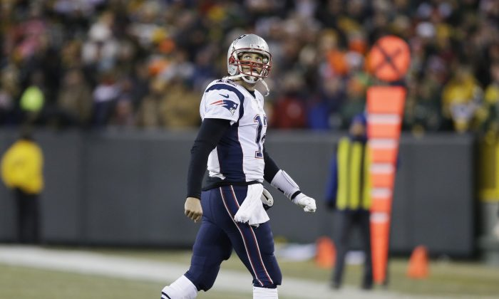 New England Patriots' Tom Brady looks back as he walks off the field during the second half of an NFL football game against the Green Bay Packers Sunday, Nov. 30, 2014, in Green Bay, Wis. The Packers won 26-21. (AP Photo/Tom Lynn)