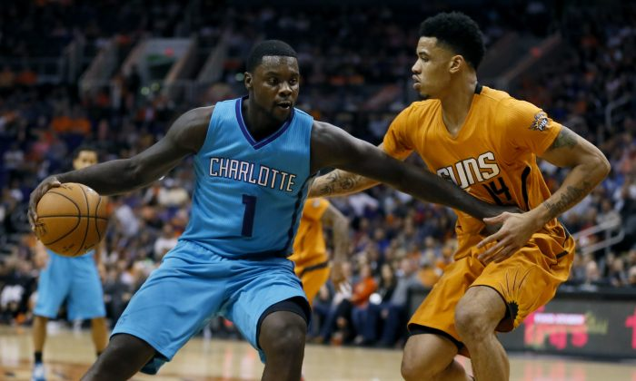 Charlotte Hornets guard Lance Stephenson (1) backs down Phoenix Suns guard Gerald Green (14) during the first half of an NBA basketball game, Friday, Nov. 14, 2014, in Phoenix. (AP Photo/Matt York)