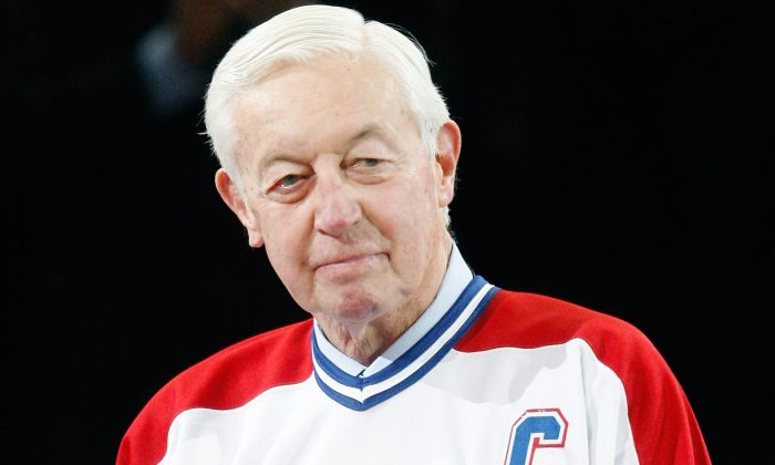 Montreal Canadiens legend Jean Béliveau speaks to fans during the team's centennial celebration ceremonies Dec. 4, 2009 at the Bell Centre in Montreal. (Richard Wolowicz/Getty Images)