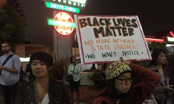 Demonstrators in Leimert Park, a neighborhood in Los Angeles, California on Dec. 3, 2014 after the announcement that white a police officer involved in the death of black New York resident Eric Garner would not be indicted. (Sarah Le/Epoch Times)