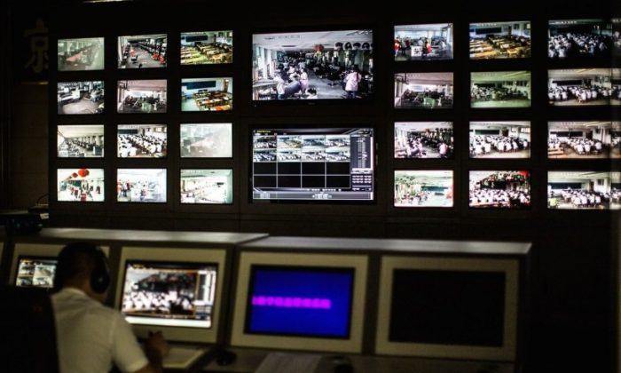 The surveillance room in Shandong Lanxiang Vocational School has over 50 screens that monitor every classroom. On Nov. 20, the Education Department in Guizhou Province issued a new plan to monitor the speech of university and college teachers by installing surveillance cameras in all university classrooms. (Screenshot/163.com)