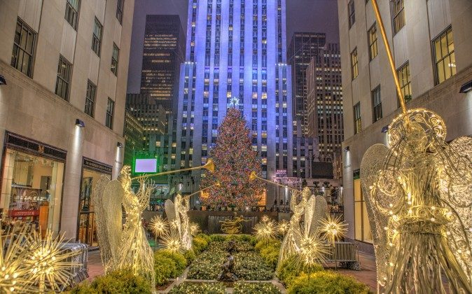 Rockefeller Center Christmas Tree (Anthony Quintano, CC BY 2.0)