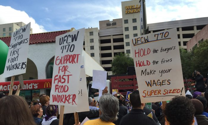 Fast food workers and supporting organizations gather in front of a McDonald's restaurant to demand $15 an hour pay in Los Angeles on Dec. 4, 2014 (Sarah Le/Epoch Times)