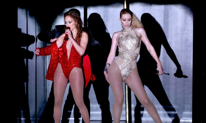 Recording artists Jennifer Lopez (L) and Iggy Azalea perform onstage at the 2014 American Music Awards at Nokia Theatre L.A. Live on November 23, 2014 in Los Angeles, California. (Photo by Kevin Winter/Getty Images)