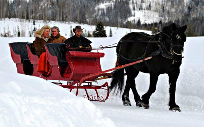 Enjoying a sleigh ride (Colorado Dude & Guest Ranch Association)
