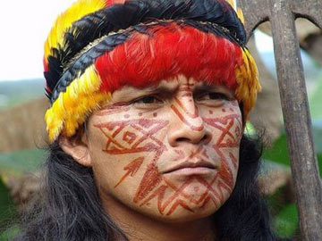 A Shuar man in traditional dress. Photo by: Kleverenrique/Creative Commons 3.0