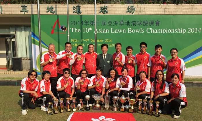 GLORY – A proud Hong Kong team showing off the trophies they won at the 10th Asian Lawn Bowls Championship 2014, at Bijiashan Park, Shenzhen on Dec. 9, 2014. The team achieved 5 golds, 3 silvers and 2 bronzes at the tournament. (Li Ming Sum)