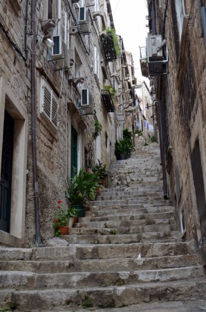 Narrow street in Dubrovnik (James Clark, Nomadic Notes)