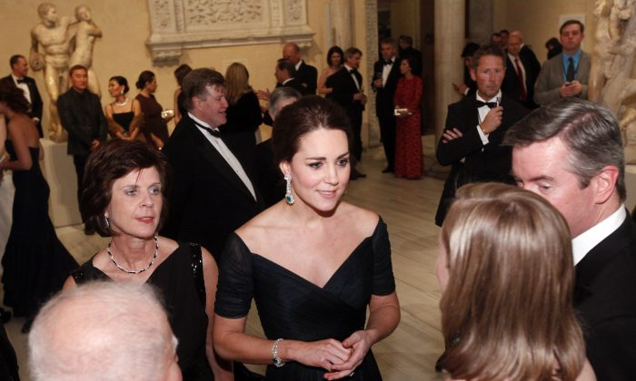 Kate, Duchess of Cambridge, center, attends the St. Andrews 600th Anniversary Dinner at the Metropolitan Museum of Art, Tuesday, Dec. 9, 2014 in New York. (AP Photo/Jason DeCrow, Pool)