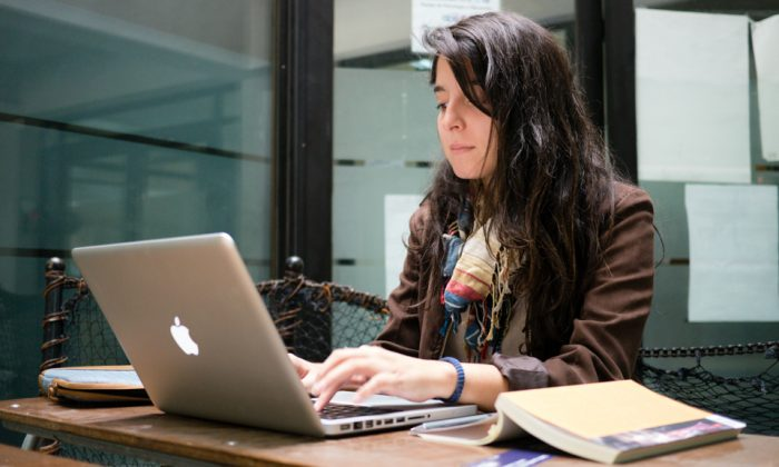 Take note: how does a typing on a laptop stack up to handwriting? (Francisco Osorio, CC-BY)