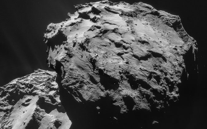 Images taken by Rosetta's navigation camera on December 7 from a distance of 19.7 km from the centre of Comet 67P/Churyumov-Gerasimenko. (ESA)