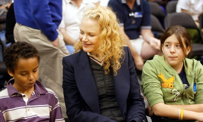 Actress Nicole Kidman and her children Connor (L) and Isabella (R) attend a game between the Los Angeles Lakers and the Miami Heat at the Staples Center December 25, 2004 in Los Angeles, California. (Photo by Matthew Simmons/Getty Images)
