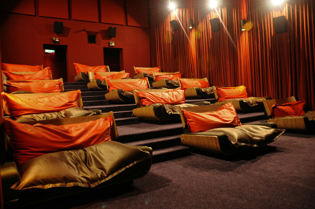 Stupendous 6 Movie Theaters That Will Let You Watch Their Films In Bed Pabps2019 Chair Design Images Pabps2019Com