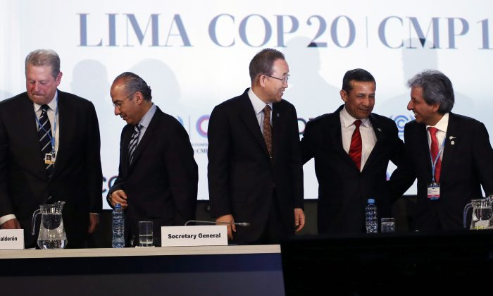 Former Vice President of the Unites States Al Gore, left, Former President of Mexico Felipe Calderon, second lef, U.N. Secretary General Ban Ki-moon, center, Peru's President Ollanta Humala, second right, and Peru's Environment Minister and President of the COP, Manuel Pulgar Vidal, gather at the U.N. Climate Change Conference in Lima, Peru, Thursday, Dec. 11, 2014. Delegates from more than 190 countries are meeting in Lima, to work on drafts for a global climate deal that is supposed to be adopted next year in Paris. (AP Photo/Juan Karita)