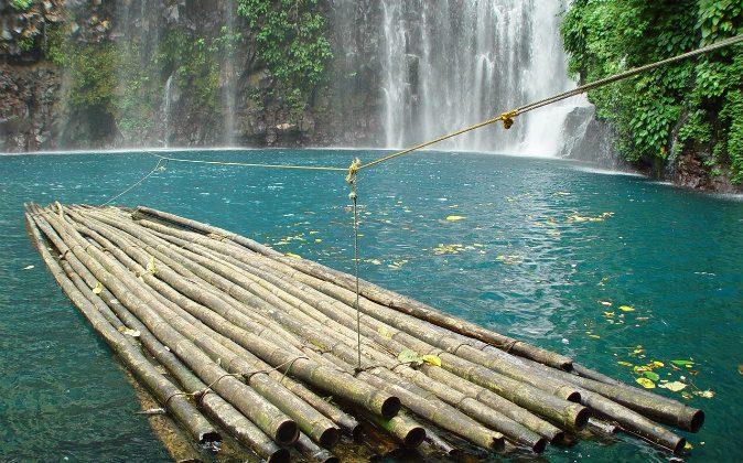 Tinago Falls (Wikimedia Commons, Paul van der Vegt)
