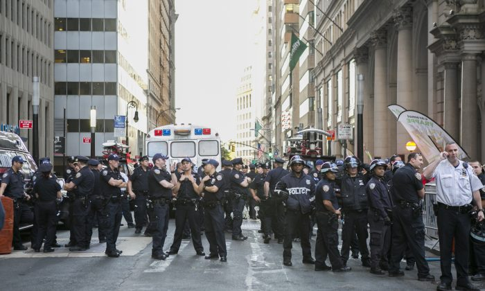 NYPD officers at the intersection of Wall St. and Broadway in New York on Sept. 22, 2014. (Samira Bouaou/Epoch Times)