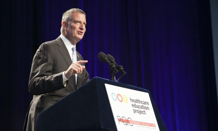New York City Mayor Bill de Blasio at the Jacob Javits Convention Center in Manhattan on Oct. 21, 2014. (Samira Bouaou/Epoch Times)
