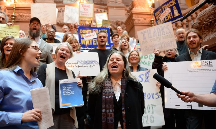 "Singer Natalie Merchant leads a group of anti-fracking activists in a rendition of Pete Seeger's ""This Land is Our Land"" during an event at the New York State Capitol building in Albany, N.Y., on Thursday, to thank Gov. Andrew Cuomo for the ban on high-volume hydraulic fracturing. (AP Photo/The Daily Gazette, Patrick Dodson)"