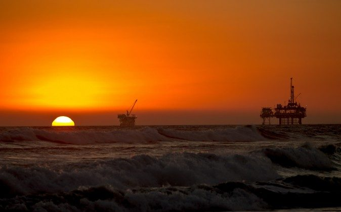 (Sunset and Oil Rig, CC BY 2.0)
