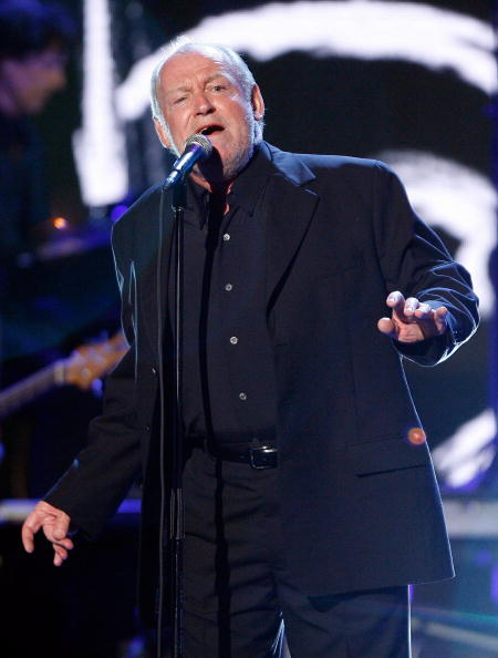 Singer Joe Cocker performs onstage during the 7th Annual Taurus World Stunt Awards at Paramount Pictures on May 20, 2007 in Los Angeles, California.  (Photo by Vince Bucci/Getty Images)