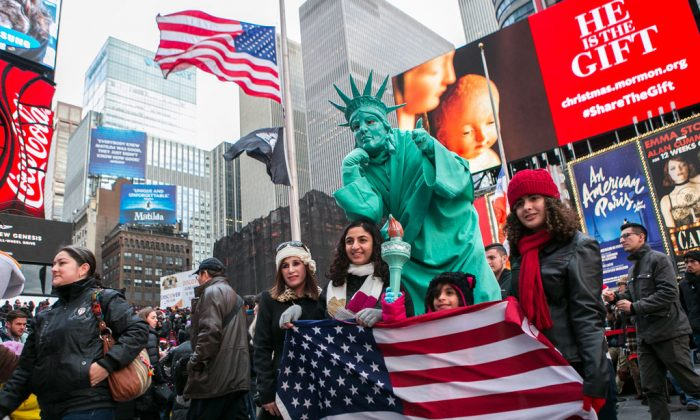 People in Times Square in Manahttan, N.Y., on Dec. 25, 2014. (Samira Bouaou/Epoch Times)