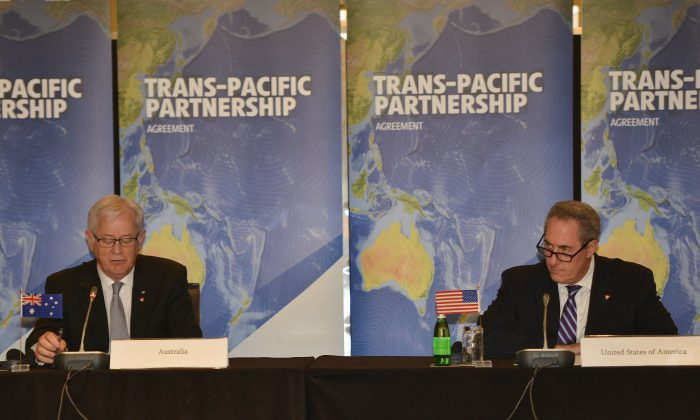Australian Trade Minister Andrew Robb (L) and U.S. Trade Representative Mike Froman (R) attend negotiations of the Trans-Pacific Partnership, a pan-Pacific trade agreement that is being forged by trade ministers from 12 nations, in Sydney on Oct. 25, 2014. (Peter Parks/AFP/Getty Images)
