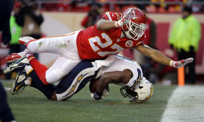 San Diego Chargers wide receiver Eddie Royal (11) can't control a touchdown pass against the defense of Kansas City Chiefs defensive back Kurt Coleman (27) during the second half of an NFL football game in Kansas City, Mo., Sunday, Dec. 28, 2014. (AP Photo/Charlie Riedel)