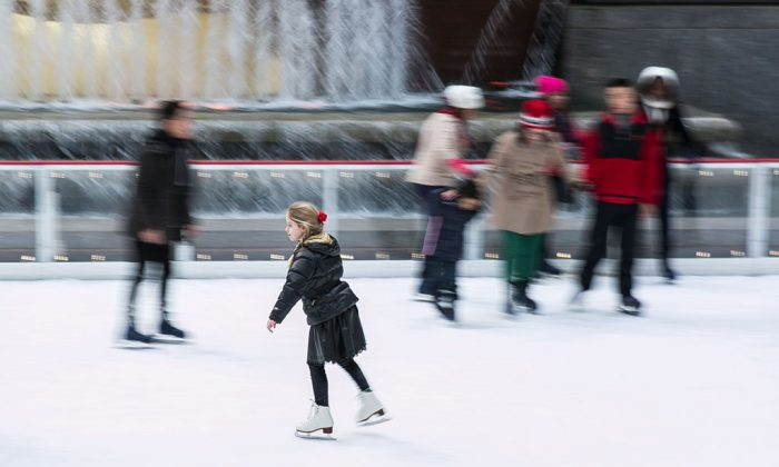 People ice skate at the Rockefeller Center Ice Rink in Manhattan on Christmas Day. (Samira Bouaou/Epoch Times)