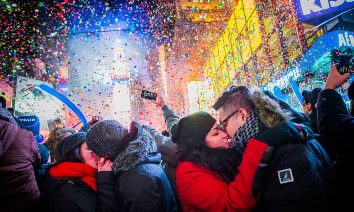Many are wondering if banks are open or closed on New Year's Eve. They'll definitely be closed on New Year's Day, which is on Thursday. Couples kiss after midnight in Times Square during the New Years Eve celebration on Jan. 1, 2013. (Christopher Gregory/Getty Images)