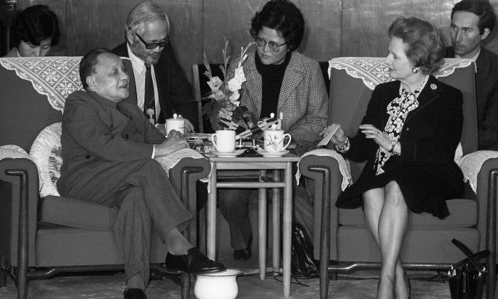 Chinese leader Deng Xiaoping (L) meeting the then British Prime Minister Margaret Thatcher in Beijing on Dec. 19, 1984. (Pierre-Antoine Donnet/AFP/Getty Images)
