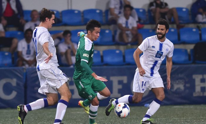 Citizen's Wong Yiu Fu (green strip) evades pressure from HKFC's Michael Hampshire during a recent HKFA league match between the two clubs. (Bill Cox/Epoch Times)