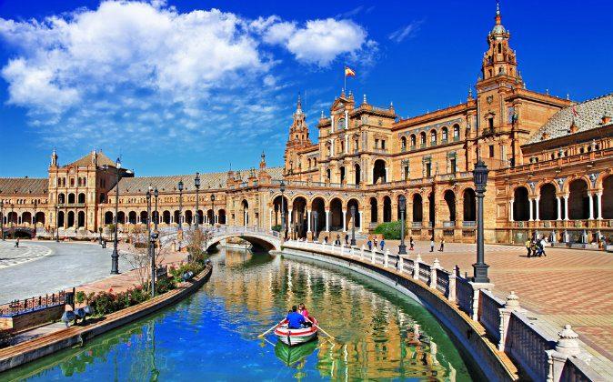 Plaza de Espana, Sevilla via Shutterstock*