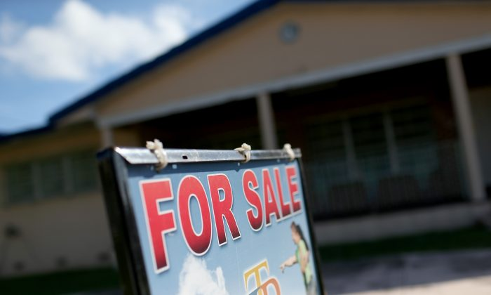 A for sale sign is seen in front of a home in Miami, Florida, on Dec. 22, 2014. (Joe Raedle/Getty Images)