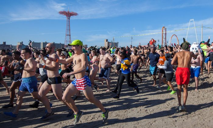 Crowds participate in the annual Polar Bear Club New Year's Day Swim on Coney Island in Brooklyn, N.Y., on Jan. 1, 2015. The Polar Bear Club, with 150 active members, holds dips in the ocean every Sunday from November to April. (Petr Svab/Epoch Times)