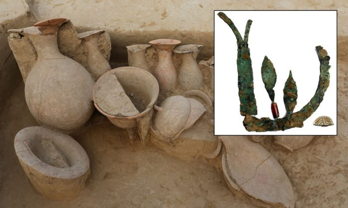 Top right: The remnants of a 4,000-year-old copper crown found on a skull from the late Indus Valley civilization period found at village of Chandayan, in the northern Indian state of Uttar Pradesh. Background: Earthen pots found at a burial site from the late Indus Valley civilization period in the village of Chandayan, in the northern Indian state of Uttar Pradesh. (A.K. Pandey/Archaeological Survey of India)