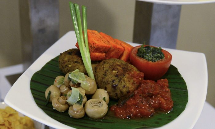 Small portions of healthy vegetarian fare—not the American style, sorry. (Lakruwan Wanniarachchi/AFP/Getty Images)