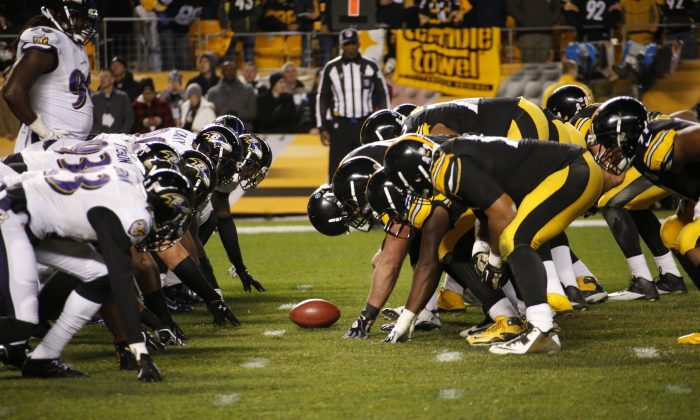 The Pittsburgh Steelers, right, line up against the Baltimore Ravens for a field goal attempt during the second half of an NFL football game, Sunday, Nov. 2, 2014, in Pittsburgh. (AP Photo/Gene Puskar)