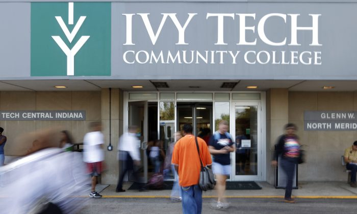 Students move through the entrance to Ivy Tech Community College during a class change in Indianapolis, Wednesday, Sept. 16, 2009. (AP Photo/Michael Conroy)