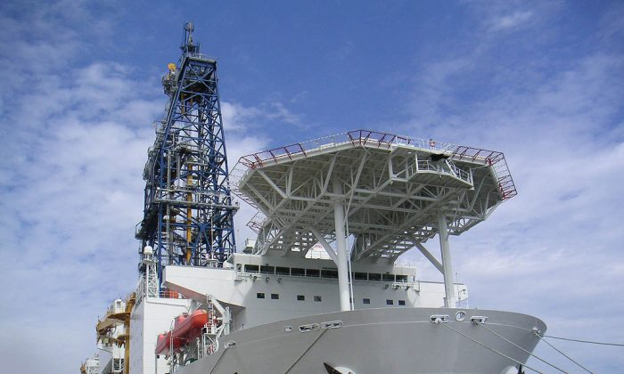 Chikyu: a drillship more interested in crust than oil. (Gleam, CC BY-SA)