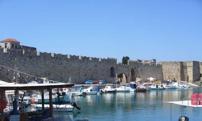 Strong walls surround the medieval city of Rhodes, a UNESCO world heritage site. (Wibke Carter)