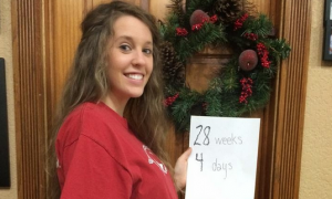 Pregnant Jill Duggar Posts Several New Baby Bump Pictures with Derick Dillard